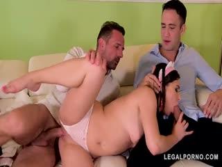 家里的女仆偷懒只能把她操听话了 父子上阵操女仆