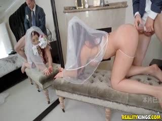 婚礼当日当然要日 婚纱才是最好制服