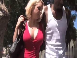 1-爆乳少妇被健身狂人黑人小哥约至家中享受极致性爱