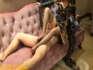 女王剧情演绎复古风严厉雀大人惩罚下人各种玩弄沙发上爆操嗷嗷淫叫高潮对白淫荡