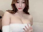 网红脸丰满身材妹子小视频集情趣内衣口交啪啪牛奶湿身