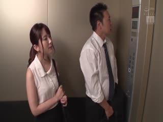 1-因电梯故障而2人独处… 汗水淋漓紧贴性交 波多野结衣