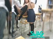 年轻漂亮的3位美女和2男剧情演绎生物课上被老师现场指导轮流玩弄啪啪