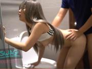 台湾SWAG-健身房小妖精 尾行路人进厕所无套激战