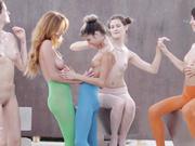 高质量U精品大作5位身材极品肤色不一的美女嫩模透明丝袜搔首弄姿全裸抹油互摸诱人展示画面唯美诱人1080P原档