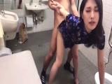 1-穿旗袍在公厕爱爱