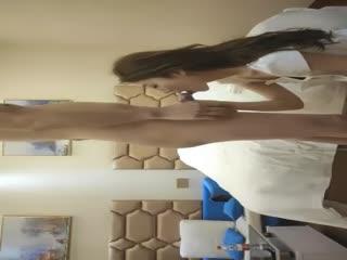 小马丶寻花身高166美腿外围妹子,镜头前展示口活很不错,骑坐抽插啪啪声,搞半天不出只能打飞机.mp4