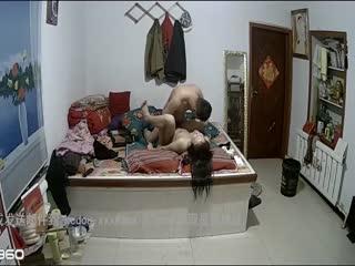 农村家庭摄像头破解真实TP一级睡眠的夫妻激情性生活女的呻吟声是亮点无套内射事后很满足的笑对白清晰