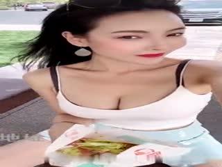 网红女神『谭晓彤』大尺度付费户外私拍流出 开车露豪乳 露逼户外发骚 极度诱惑