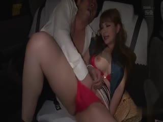 天美传媒-美少妇后座挑逗司机 索性车内干了起来