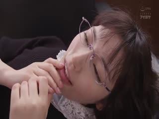 【岛国神番】文学少女性爱狂 在服侍中年大叔中慢慢堕落 枫花恋